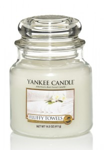 YANKEE CANDLE FLUFFY TOWELS Classic střední