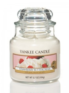 Svíčka YANKEE CANDLE STRAWBERRY BUTTERCREAM Classic malý